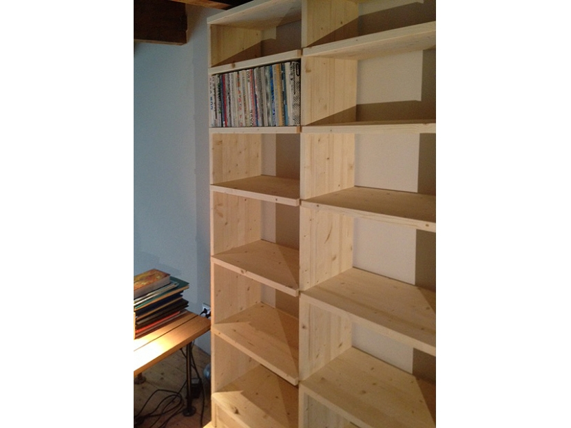 http://madebycraft.nl/tools/img/x829/y622/f10/i1/r1/m3/142/000000228_grenen-boekenkast-1.JPG